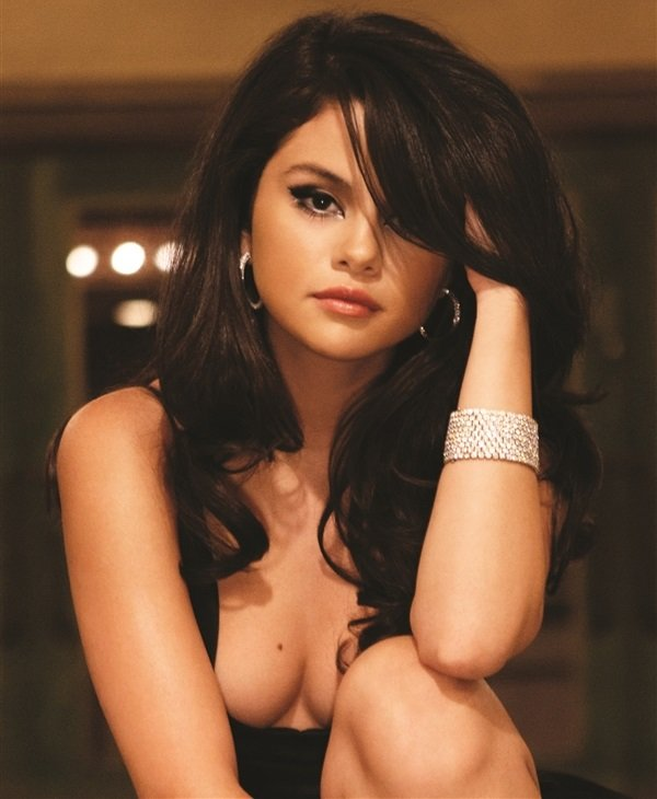 Selena gomez nude bra