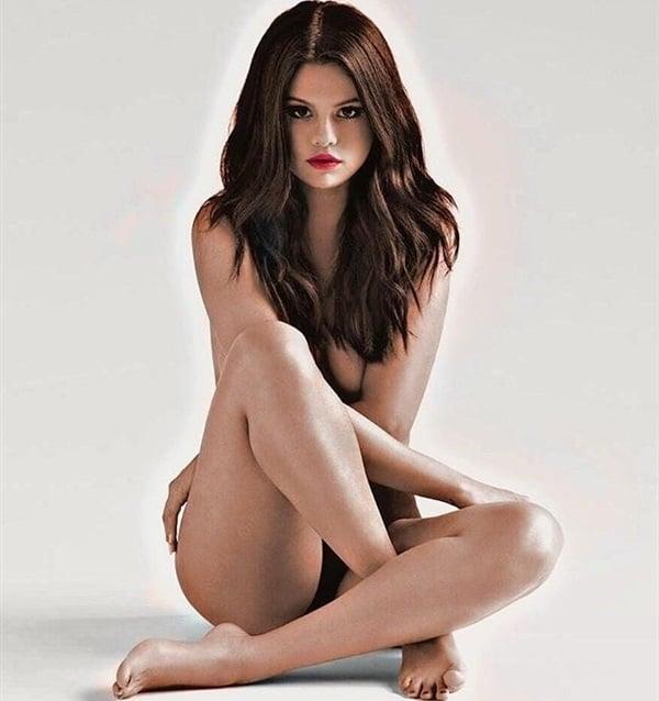 selena gomez nearly nude