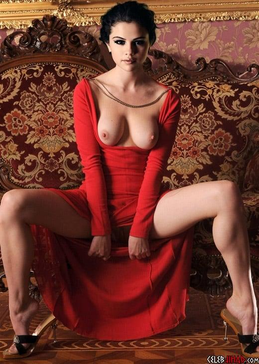 Selena Gomez naked