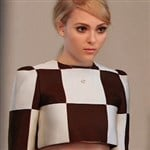 AnnaSophia Robb Dresses As A Slutty Autostereogram
