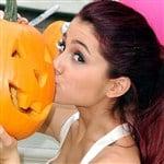 Ariana Grande Nip Slip Pic