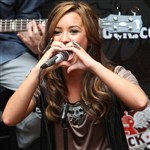 Demi Lovato Flashes Sexual Hand Gesture To Fans