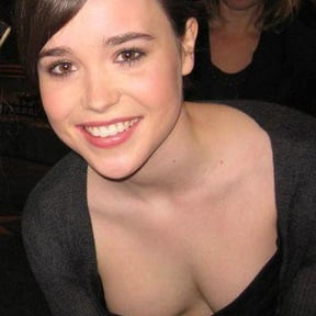 Ellen Page Flaunts Her Awkward Cleavage