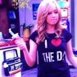 Jennette McCurdy Wears An Obscene T-Shirt On 'iCarly'