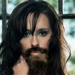 Jennifer Love Hewitt Grows An Incredibly Sexy Beard