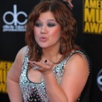 Kelly Clarkson Is Not Fat… Seriously!