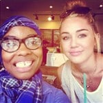 Miley Cyrus Poses With Fellow Muslim Woman