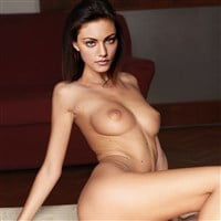 Phoebe Tonkin Poses Completely Naked