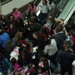 Selena Gomez Causes Lesbian Mob At The Mall