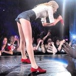 Taylor Swift Bends Over In Short Shorts