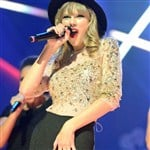 Taylor Swift's Sad Looking Camel Toe