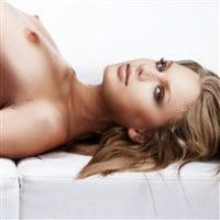 Taylor Swift Naked Proves She Had A Boob Job