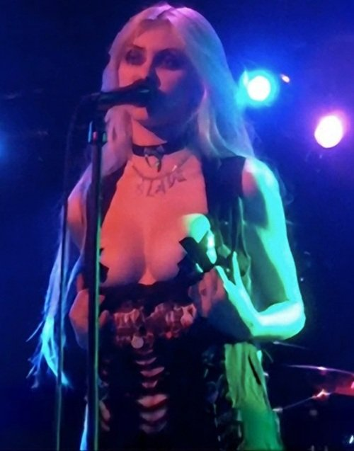 Taylor Momsen flashes