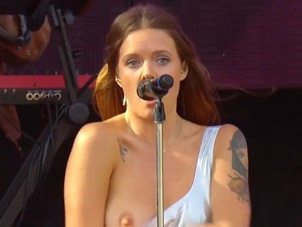 Breast tove lo Tove Lo's