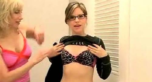"Lisa Loeb Lets Her Baby ""Stay"" Ashlee Simpson"