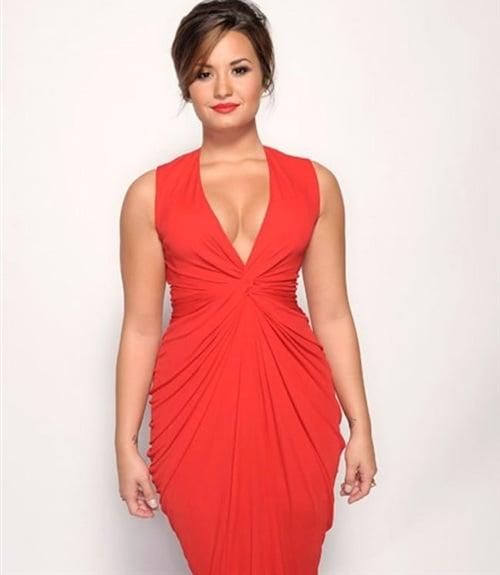 Demi Lovato Looks Like A Linebacker With Tits-8949