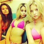 Selena Gomez Horny In Bikini Pic With Friends