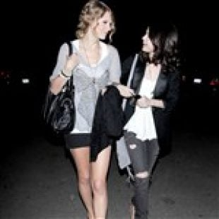 Selena Gomez And Taylor Swift Are Lesbian Lovers