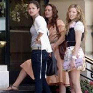 Selena Gomez and Leighton Meester Have A Threesome