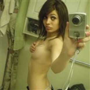 'Modern Family' Star Sarah Hyland Topless Pic Leaked?