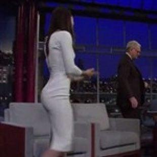 Jessica Biel Tries To Seduce Letterman With T&A