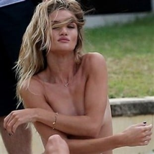 Rosie Huntington-Whiteley Candid Topless Pics