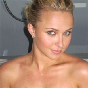 Hayden Panettiere Nude Cell Phone Photos Leaked