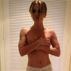 Kaley cuoco cell phone pics
