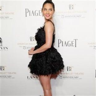 Olivia Munn Dresses Like A Slutty Bird
