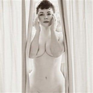 Rose McGowan Poses Nude For Flaunt Magazine