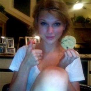 Taylor Swift's Webcam Hacked, Masturbation Video Leaked
