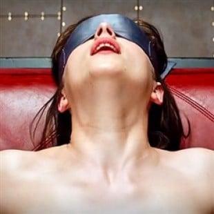 Dakota Johnson Topless Scene In '50 Shades of Grey'