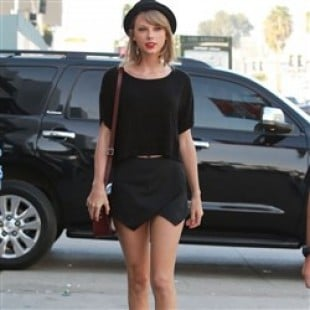 Taylor Swift Out In A Short Skirt Looking To Score Some 'D'