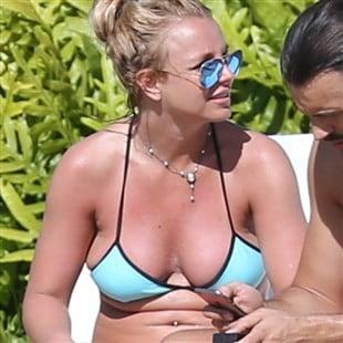 Britney Spears Bikini Beach Candids From Hawaii