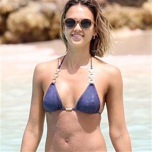 You Can Really See Jessica Alba's Nips In These New Bikini Pics