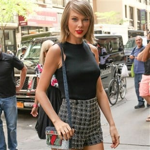 Taylor Swift Tries To Seduce With Her Long Legs, Red Lips, & Bedroom Eyes