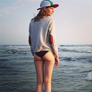 The Top 7 Hottest Willa Holland Booty Pics