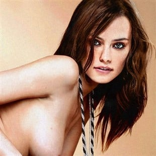Daisy Ridley Poses Completely Nude