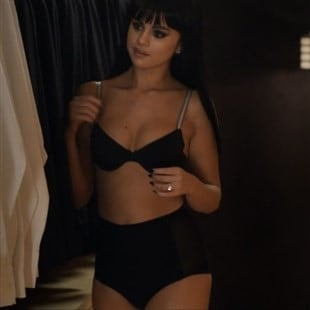 "Selena Gomez In Her Bra & Panties For ""Hands To Myself"" Teaser Video"