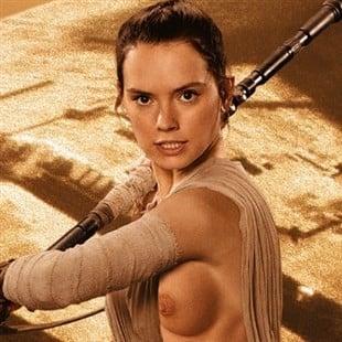 "Daisy Ridley Wardrobe Malfunction From ""Star Wars"" Outtake"