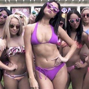 "Selena Gomez Bikini Preview From ""Neighbors 2: Sorority Rising"""