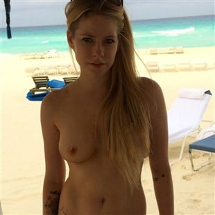 Warm Avrel Levin Nude Png
