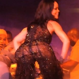 Rihanna Thong Booty Dance In Concert