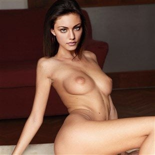 Phoebe Tonkin Poses Completely Naked