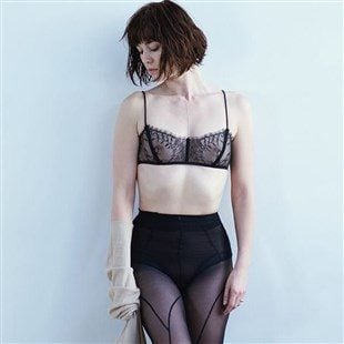 Mary Elizabeth Winstead Shows Off Her Nips In A See Thru Bra