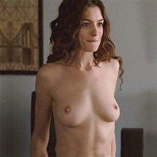 "Anne Hathaway Nude And Sex Scenes From ""Love & Other Drugs"""