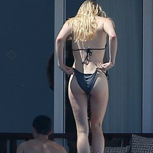 Sophie Turner Flaunts Her Milky White Ass In A Bikini