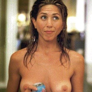 "Jennifer Aniston Nude Outtake From ""The Break-Up"""