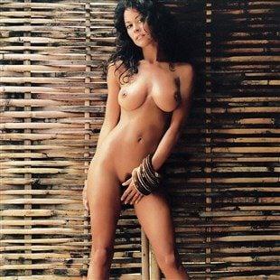 Brooke Burke Ultimate Nude Photos Collection