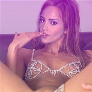 Ariana Grande Desnuda Ex Nikelodeon y sus fotos intimas